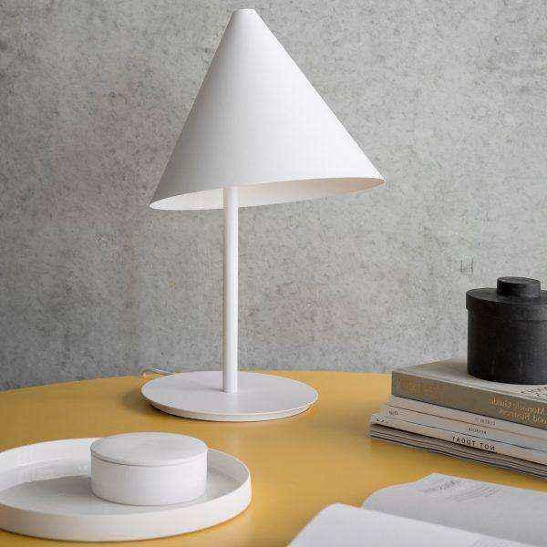 conical-shape-upscale-designer-table-lamps-600x600 | Необычное рядом: дизайнерские настольные лампы