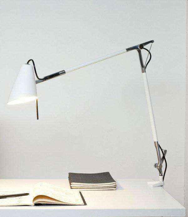 white-shade-tall-designer-table-lamps-600x691 | Необычное рядом: дизайнерские настольные лампы