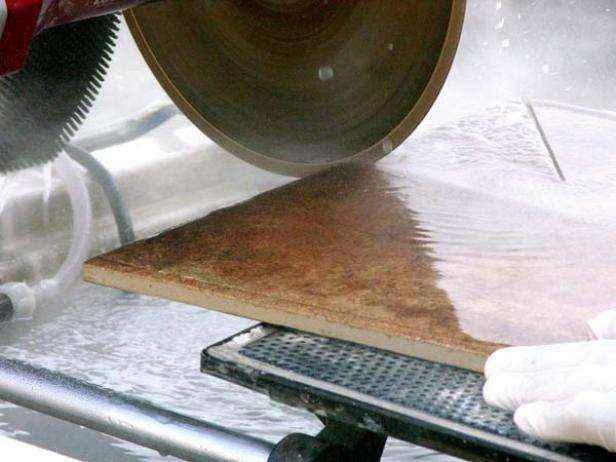1420606923123 | Как уложить плитку на пол