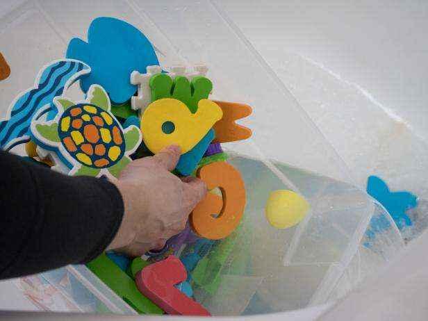 1455836872682 | Легкий и натуральный способ чистки детских игрушек для купания