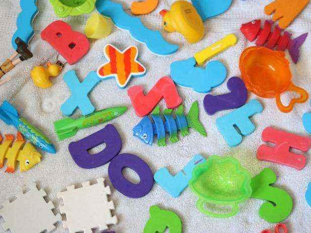 1455836877119 | Легкий и натуральный способ чистки детских игрушек для купания