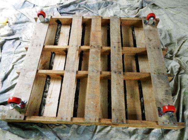 image3-51   Как сделать передвижную грядку на колесах из старых поддонов