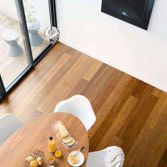 minimalist-dining-room-with-bamboo-flooring-675x675 | ТОП-10 инновационных экологичных напольных покрытий для вашего нового дома