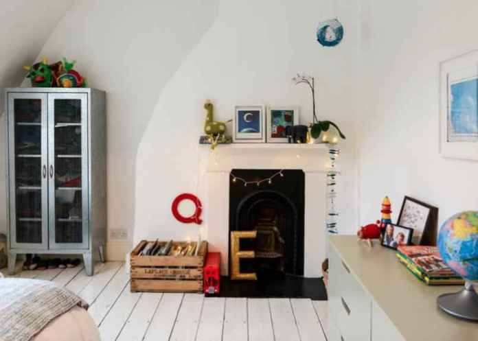 fireplace | Как использовать елочные гирлянды в декоре круглый год