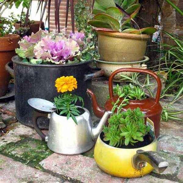 image2-70 | Чудесные цветочные горшки из старых чайников