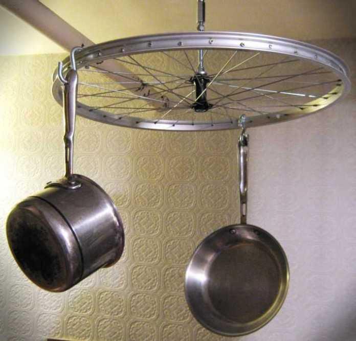 bw-001   Интересные идеи домашнего декора из старого велосипедного колеса