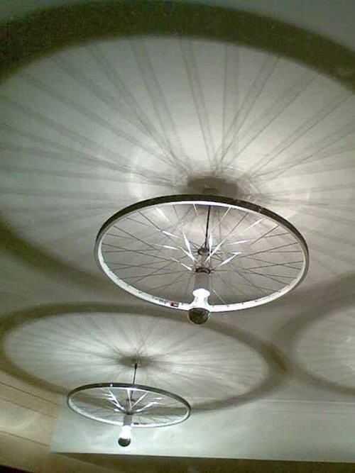 image11-1   Интересные идеи домашнего декора из старого велосипедного колеса