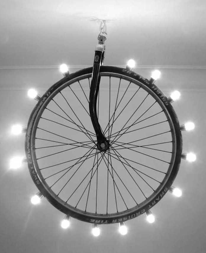 image13   Интересные идеи домашнего декора из старого велосипедного колеса