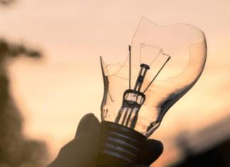 как выкрутить цоколь лампочки