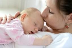 سال اول زنده گى نوزادان روز ٣٠ لالايى مادر