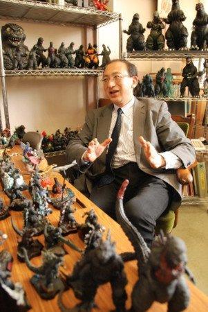 Professor Uses Godzilla Films to Teach Japan's Constitution, Peace