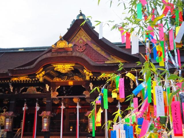 神社に飾られた笹飾り、このあとお焚き上げをします