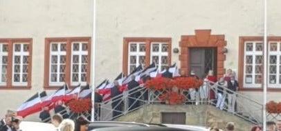 Reichsflaggen am Schloss Salder