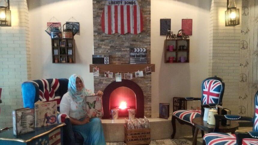 London Cafe Makassar London Cafe Makassar - Dolan Dolen