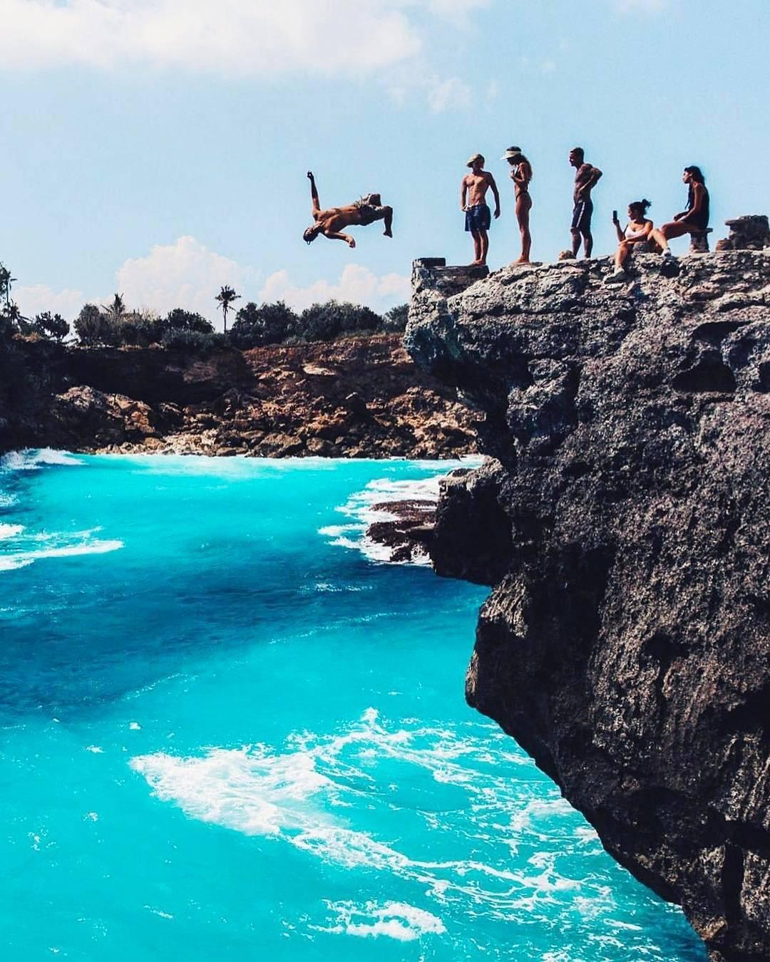 Cliff Jump, Nusa Ceningan, Klungkung, Bali Cliff Jump Nusa Ceningan by Sam Earp Dolaners - Dolan Dolen
