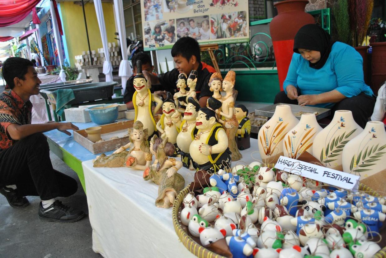 wisata belanja murah keramik malang dolaners sentra kerajinan keramik dinoyo - Dolan Dolen
