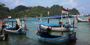 Mencari Ikan di Pantai Malang, Kabupaten Malang, Dolan Dolen, Dolaners Mencari Ikan di Pantai Malang by Vini Ratnasari - Dolan Dolen