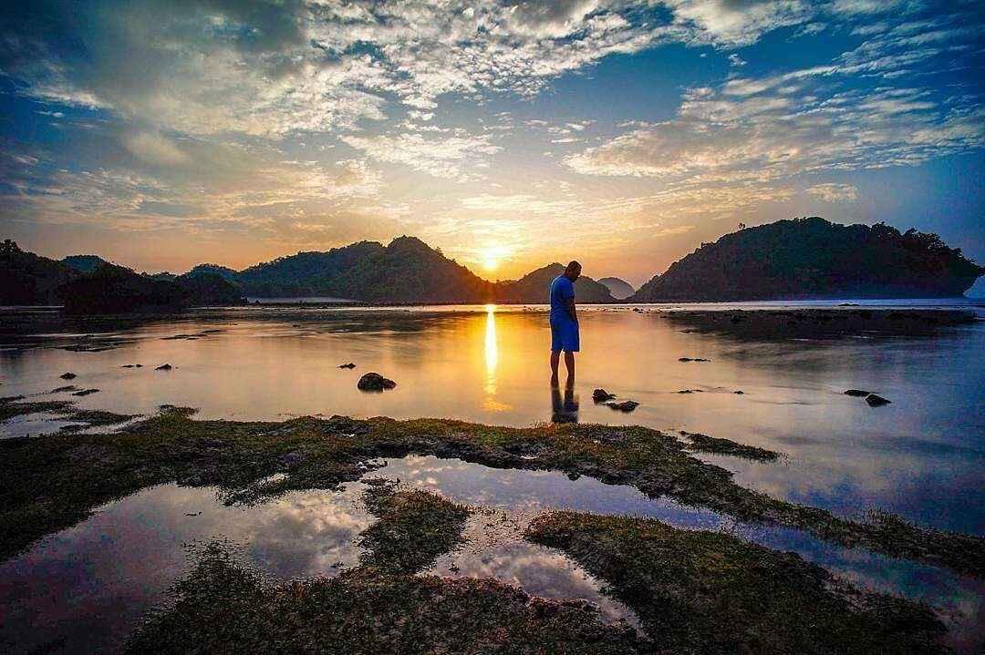 Pantai Teluk Asmara Sunset Pantai Teluk Asmara Sunset - Dolan Dolen
