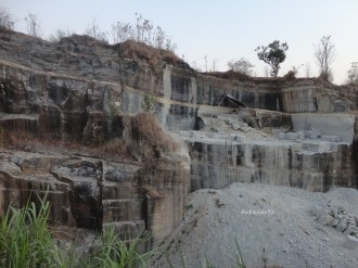 tebing bukit pertambangan batu breksi berbah sleman (65)