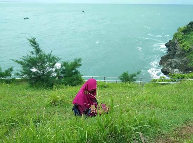 Pantai Lampon Kerudung