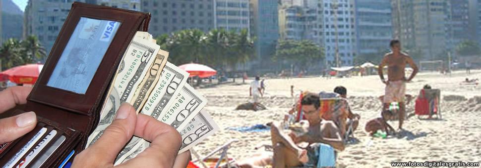Cambiar dólares en el país de destino permitiría ahorrar hasta 20%
