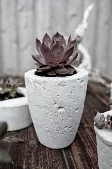 Concrete pot - http://www.kikareichert.com.br/inspirations/2013/05/concreto-2/