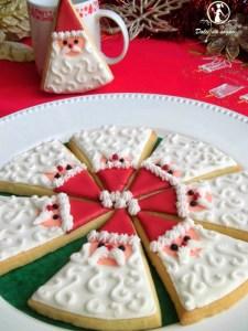 biscotti decorati con ghiaccia di babbo natale