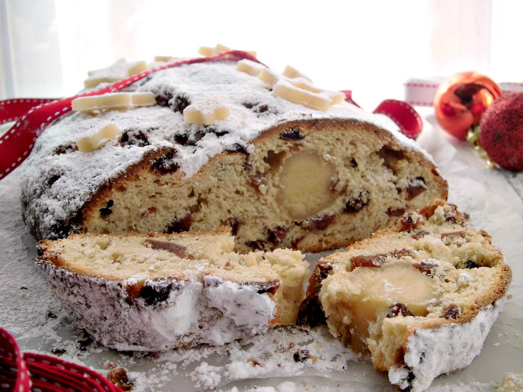 dolce natalizio tedesco Christstollen o Stollen