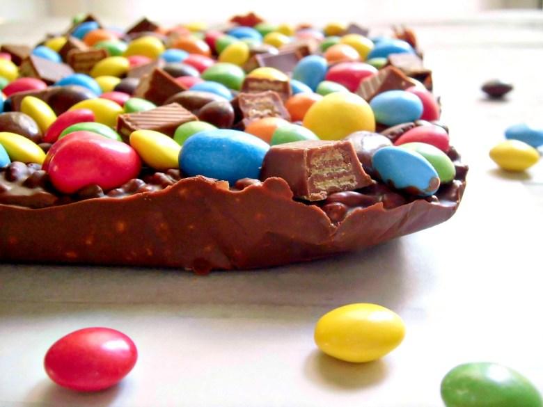 Tavoletta di cioccolato golosa con smarties