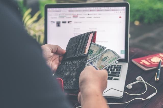 Life Hacks to Save More Money When You're Shopping Online