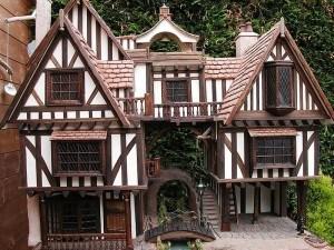 Tudor Dollhouse Exteriors Dollhouse Decorating