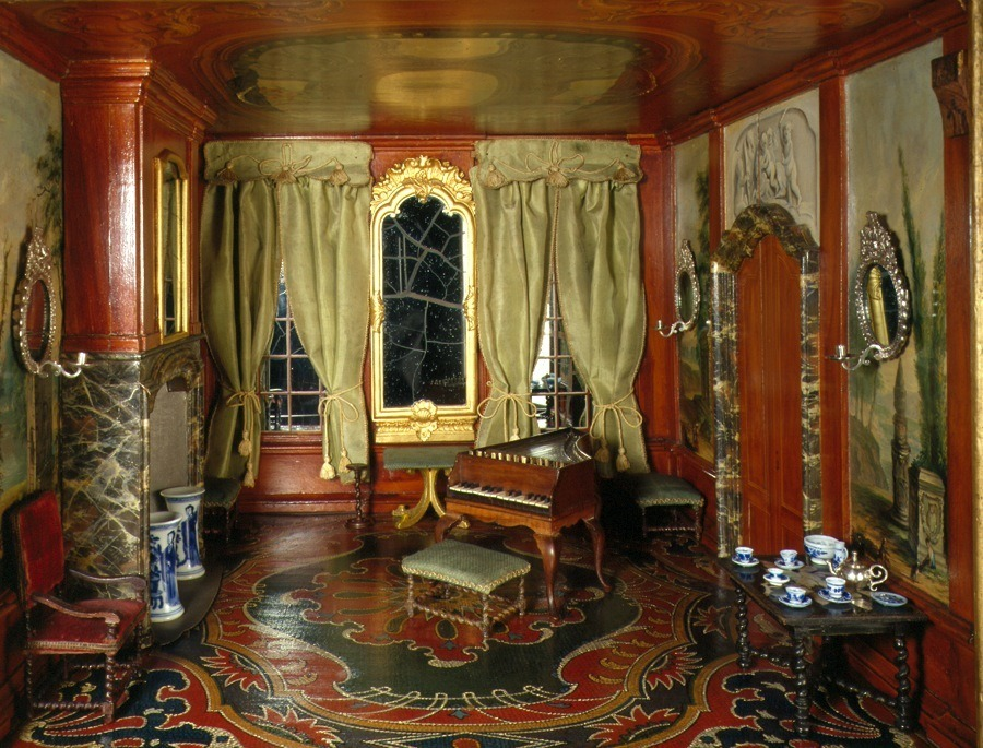 Sara Rothe Painted Room  Dollhouse Decorating