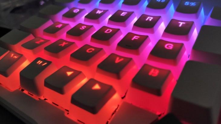 秋葉原で自作キーボードを眺めながらHyperX Double Shot PBT Keycapsを購入