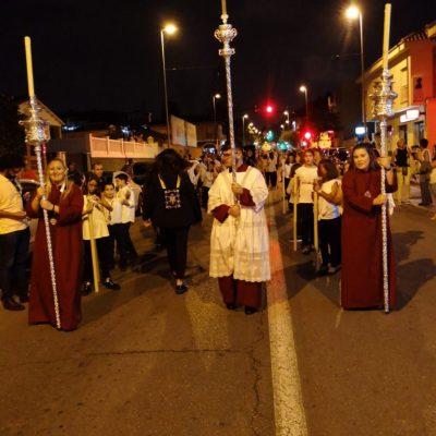 La Cruz Parroquial abría la procesión.