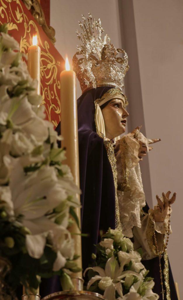 Imagen lateral de Ntra. Sra. de los Dolores en su Triduo.