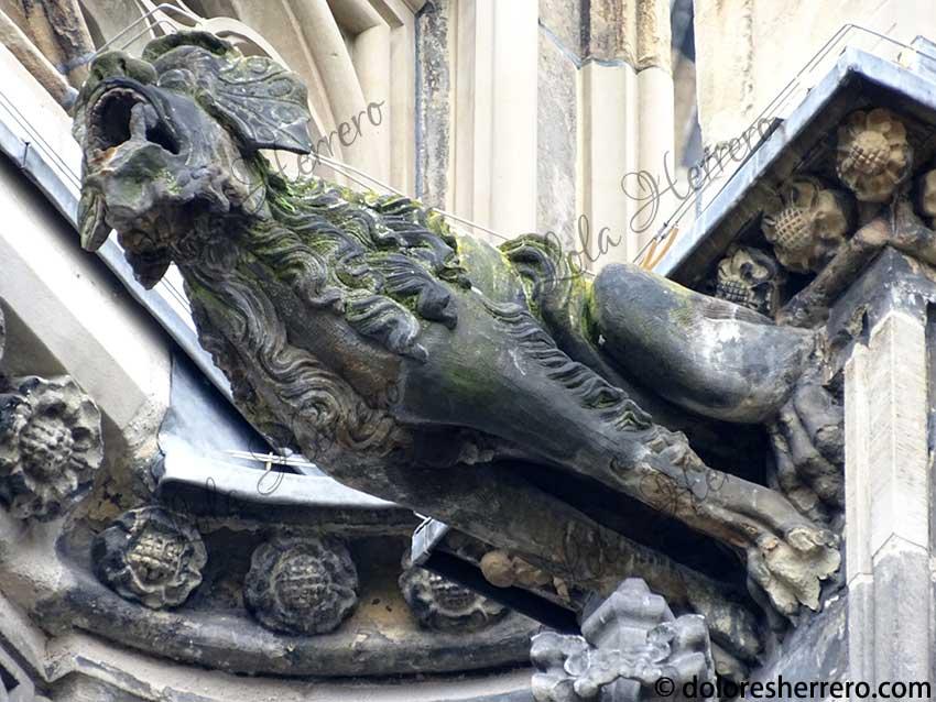 iconografía gárgolas monstruos