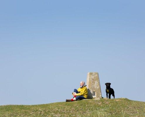 Kate Davies mit Hund