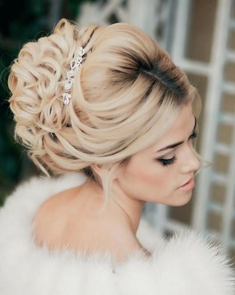 Peinados recogidos para novias con velo