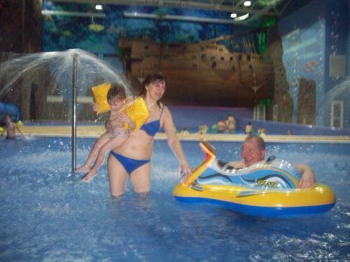 Детский бассейн и волновой позад Затонувший корабль