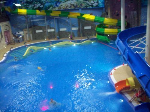 Большой бассейн сверху