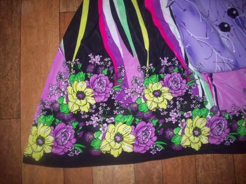 Цветы по низу платья