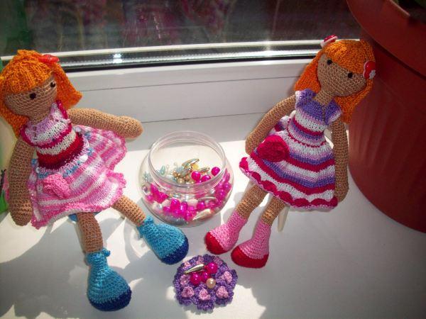 Две вязаные куколки