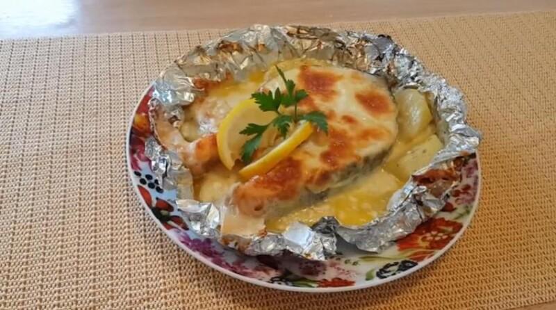 Как приготовить форель в духовке в сметане с сыром (получается сочной и мягкой)