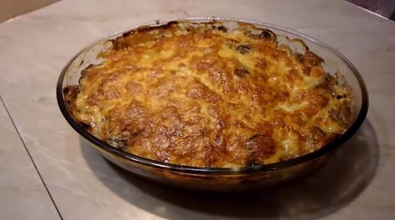 Thịt Pháp với khoai tây và nấm trong lò nướng