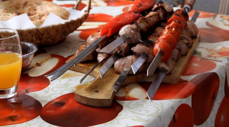 Σοβιετική μαρινάδα για χοιρινό κεμπάπ με ξύδι και τόξο