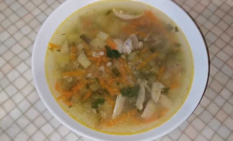 Brideler delicioso com frango, cevada e pepinos - uma receita para 3 litros