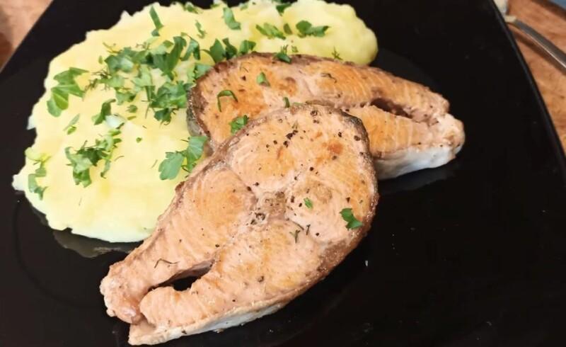 Fisken visade sig vara öm med en krämig doft och surhet. Smaken av örter är intressant. Alla kommer att älska denna maträtt!