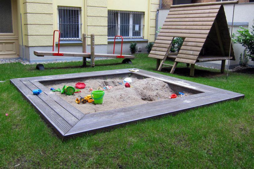 Gambar Kanopi Jendela Dari Kayu  cara membuat kotak pasir kayu kotak pasir diy foto dan idea