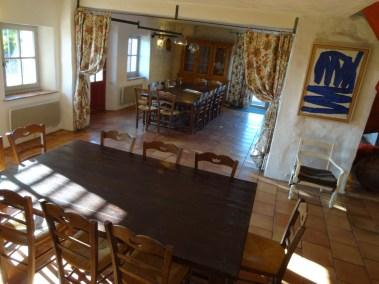 Photos - 2 tables à manger du Domaine du Viala