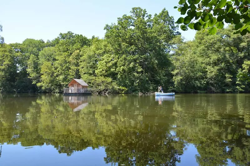 Domaine-des-Vaulx-Cabane-Belle-Ile-dormir-sur-l-eau